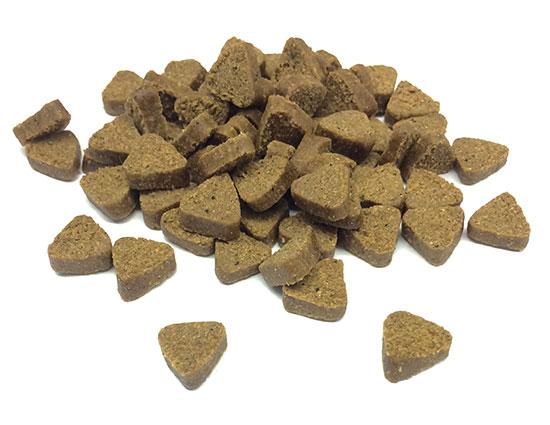 Alimento semihúmedo (pienso) para perros. Semi moist food for dogs.