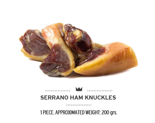 Brocheta de jamón serrano para perros. Ham knuckle for dogs.