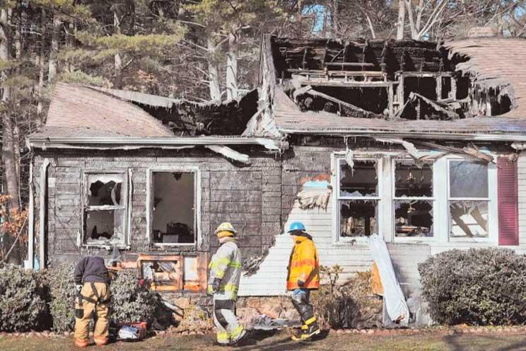 Un joven héroe rescata de un incendio a los perros de una anciana