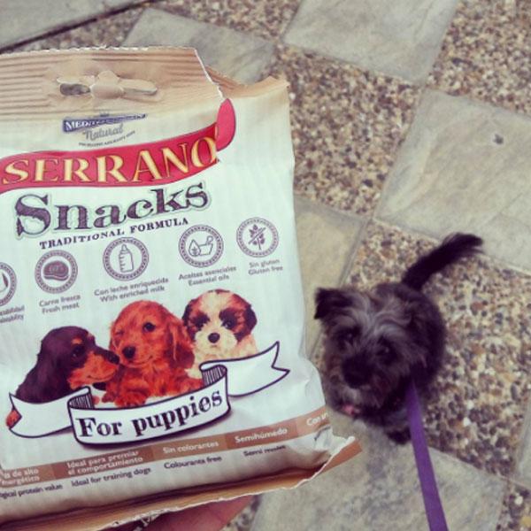 Redes sociales: la trufa perruna y Serrano Snacks