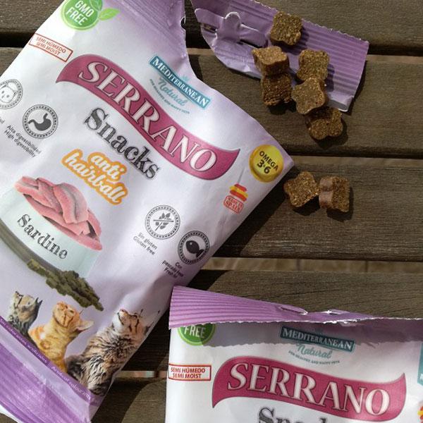 Sitandplas y Serrano Snacks para gatos de Mediterranean Natural