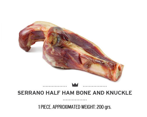 Medio hueso de brocheta de jamón serrano para perros. Half ham bone knuckle for dogs.