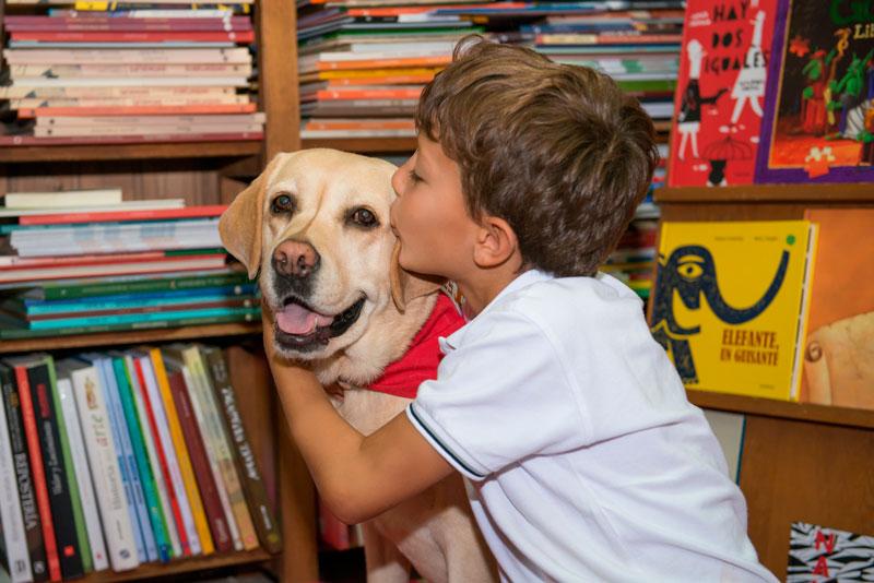 Programa READ de lectura con perros adiestrados