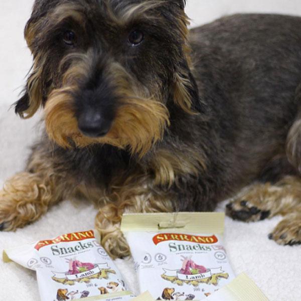 Redes sociales: Con Perros y a lo Loco y Serrano Snacks