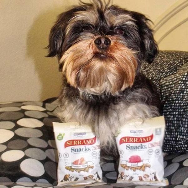 Arlington The Dog y Serrano Snacks para perros de Mediterranean Natural